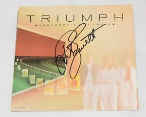 TRIUMPH-Somebody-039-s-Out-There-What-Rules-My-Heart-45-7-034-vinyl-Rik-Emmett-signed