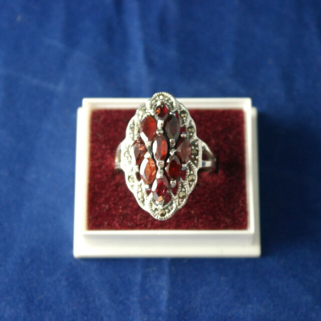 Beautiful 925 Silver Ring With Marcasite And 9 Faceted Garnet Gemstones 4.4 Gr.