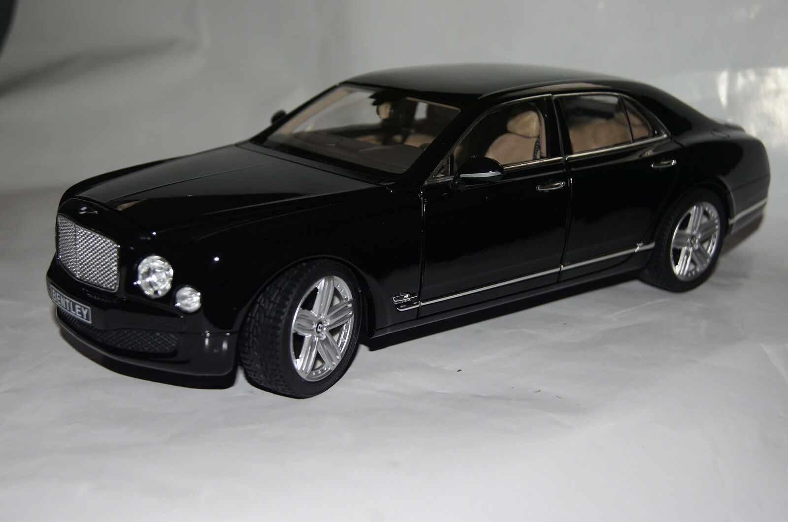 Bentley Mulsanne Noir 1 18 rastar NEUF  OVP 43800bl
