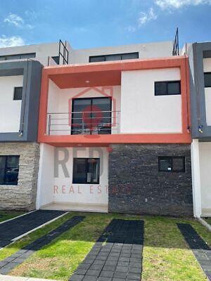Casa dentro de privada de  4 hab.+Roof Garden en El Refugio