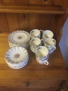 Vintage-pink-and-gold-fine-bone-china-30-piece-Tea-Set-Excellent-Condition