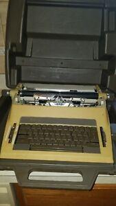 Vtg Royal Medallion II SP900 Portable w/ Case Electric Typewriter *Parts Repair*