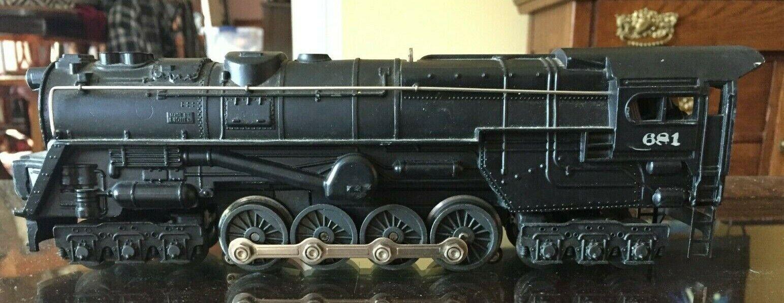 1950's Original Vintage Lionel 681 6-8-6 Locomotive and 4 Cars   O Gauge, tracks