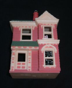Vintage-1984-Hallmark-Ornament-Victorian-Dollhouse-Nostalgic-Shop-1st-in-Series