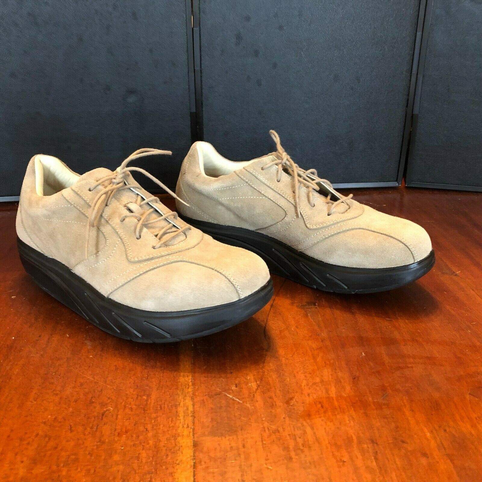 MBT 'Beach' Tan Suede Leather Fitness Toning Walking shoes Women's Sz. 9.5 W