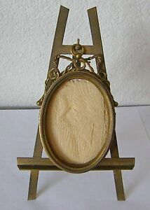 ANTIQUE SMALL ORNATE OVAL BRASS FRAME HINGED FRONT W/BRASS EASEL RARE AS FOUND