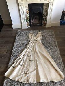 SéRieux Satin Blanc Ivoire Véritable Vintage Belle Pleine Brodé Verre Beaded Wedding Dress Xs-afficher Le Titre D'origine Nouveau Design (En);