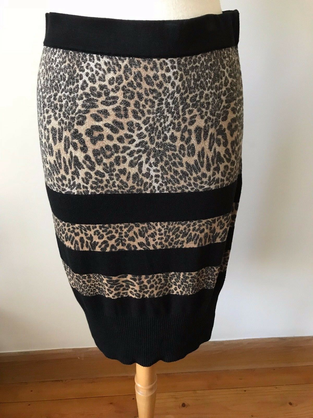 Passioni leopard print knitted skirt, size 12-14