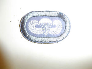b1758-WW2-US-Army-Airborne-517-Parachute-infantry-Regiment-PIR-oval-amp-Wings-A3A9