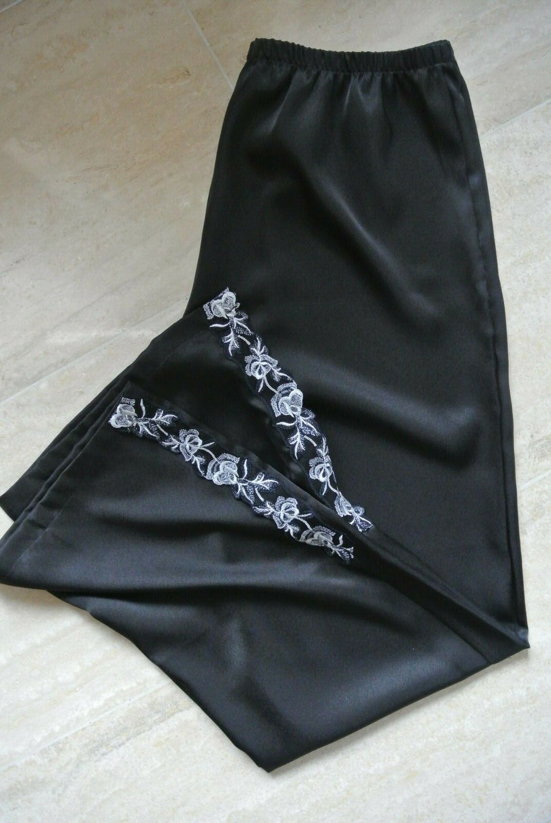 Lise Charmel Pyjama Hose, 38, 38, 38, schwarz, neu, Spitze seitlich am Saum, ausgefallen | Hohe Qualität Und Geringen Overhead  | Sehr gute Farbe  | Großartig  | Günstige  | Bunt,  59e7d0