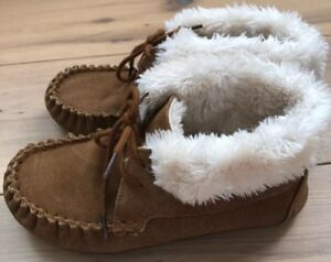 b1a8fdbcbc04 KIDS MOCCASIN SLIPPER TAN Boots Suede-Target-Faux Fur Size 6 Youth ...