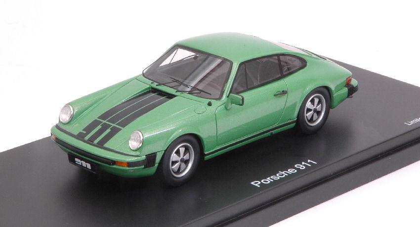 À la fin fin fin de l'année, j'ai acheté un grand groupe et rencontré environ dix mille ménages. Porsche 911 Coupe' Green / Black 1:43 Model 8919 SCHUCO 0eea31