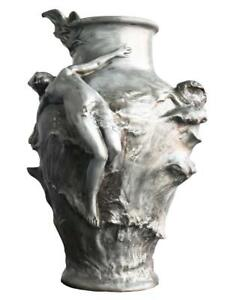 Vase-en-etain-de-style-Art-nouveau-par-Pedro-Rigual