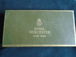 2-ROYAL-WORCESTER-PIN-DISHES-IN-PRESENTATION-BOX-CIRCA-1990