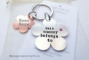 Personalised-Flower-Keyring-Mummy-Mum-Nanny-Nan-Aunty-metal-stamped