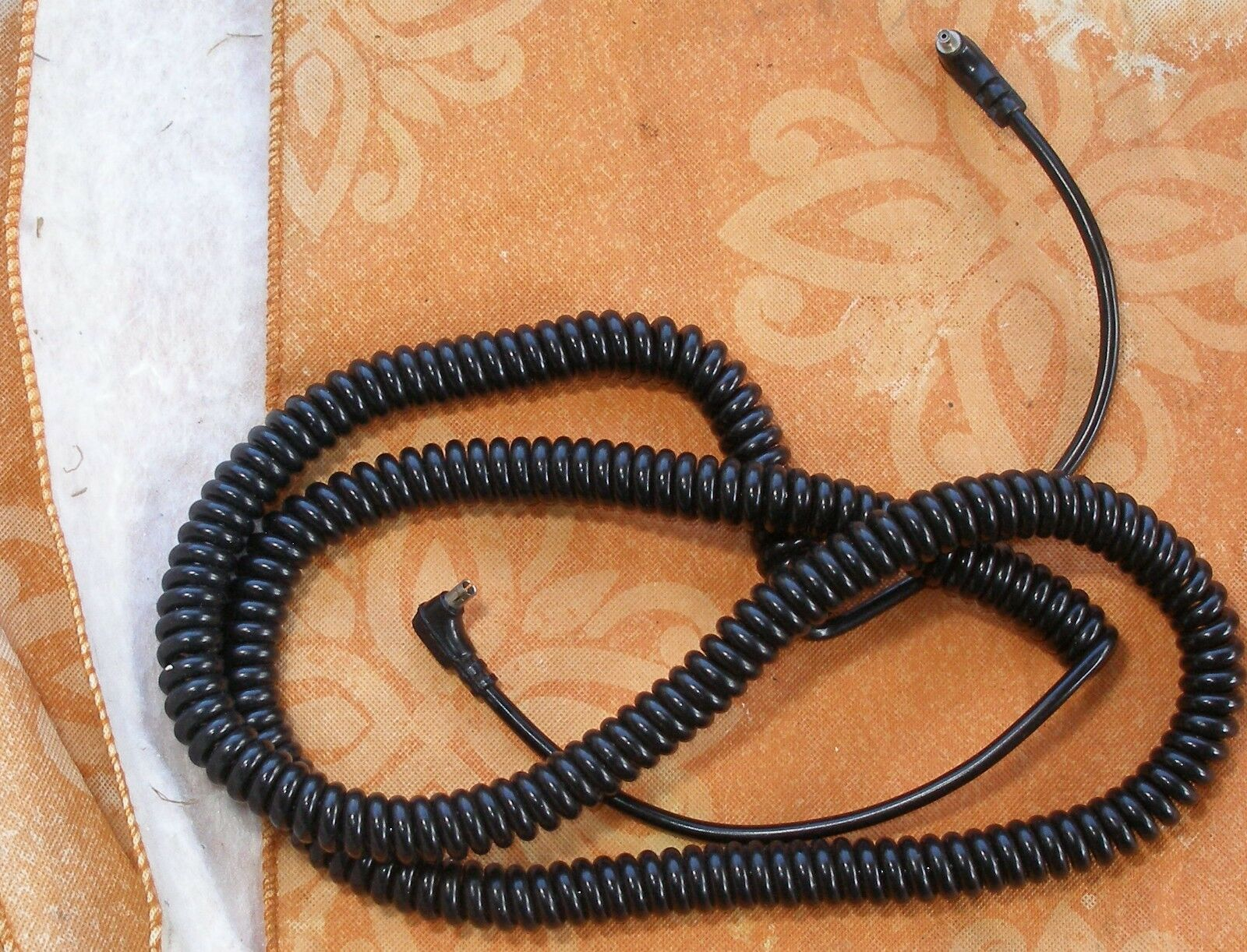 1 very long 4 foot (unstretched, coiled) long coiled PC sync cable