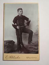 Wädensweil - stehender Soldat in Uniform mit Gewehr - Wädenswil - Schweiz / CDV