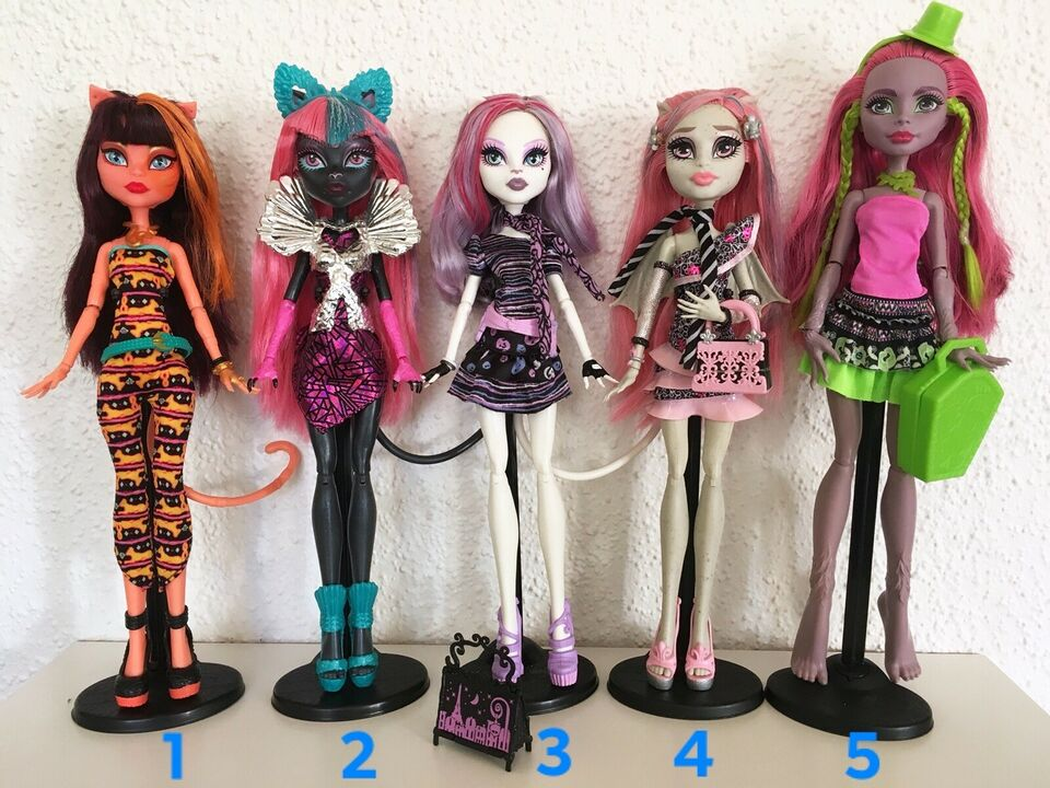 Barbie, Monster High dukker