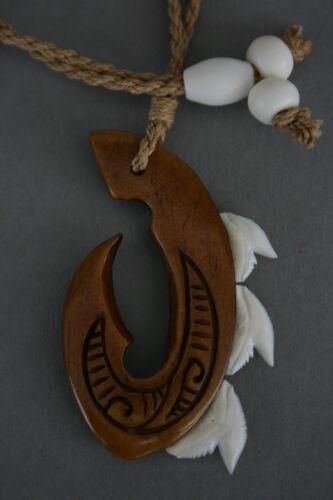 Tribal Kette aus Holz mit Haizahn  Haizähne