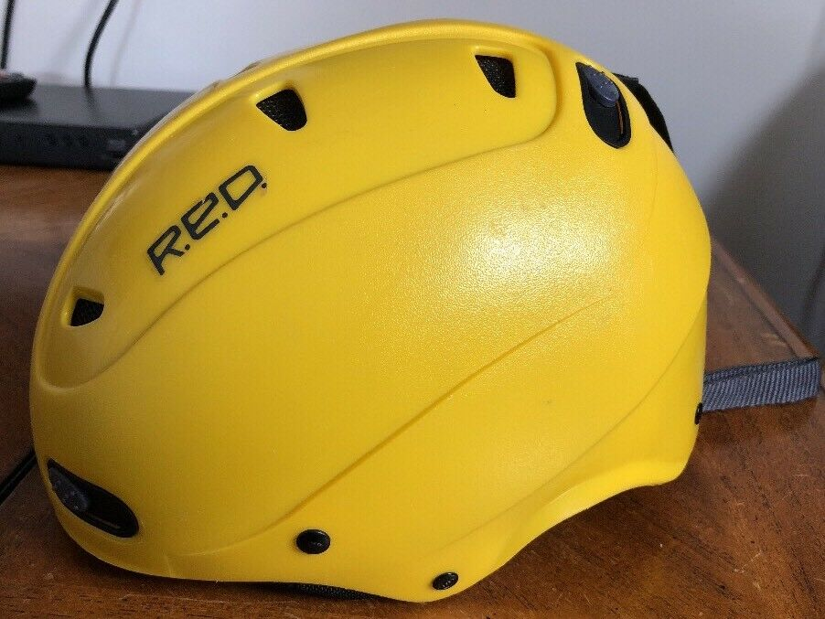 RED Ski Helmet Size 52 Y M Youth Buzzcap Yellow Winter Sports Predection Vented