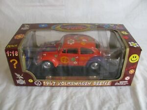 Road Legends 1/18 Die-Cast 1967 Volkswagen Beetle Flower Power Peace Bug #92079