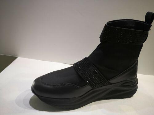 Cafè noir Basket chaussette strech noire Valeur 129E Pointures 35,37,38,40