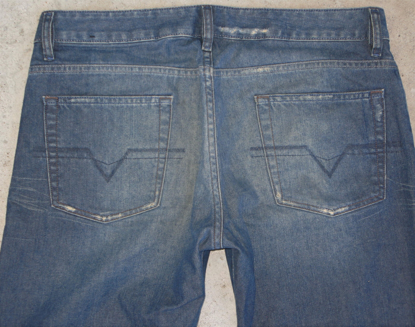 Diesel Mens Rabox Jeans Sz 34 X 31 Relaxed Straight Distressed Art 80M