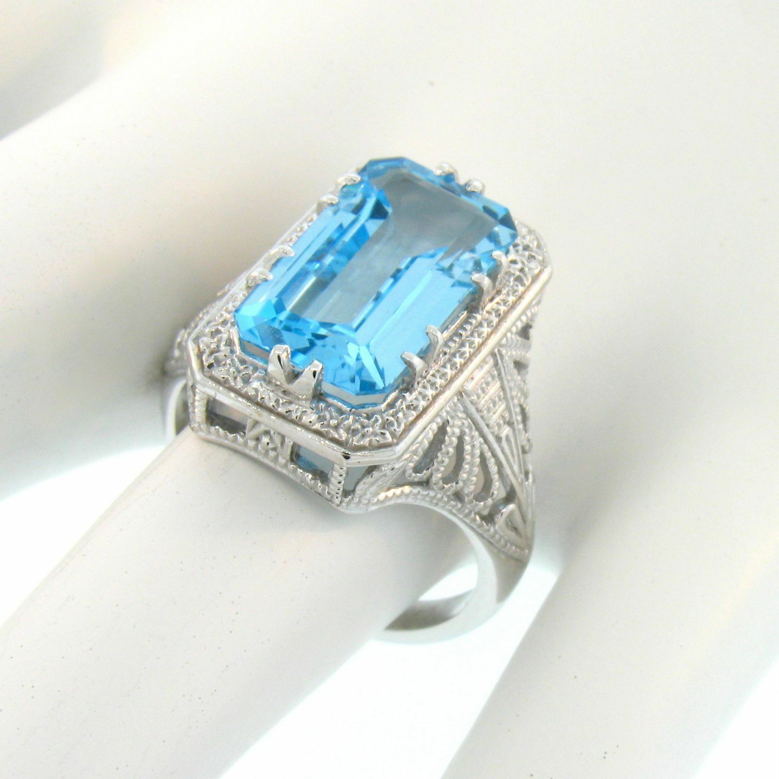 10K WHITE gold GENUINE SWISS blueeE TOPAZ ANTIQUE DESIGN RING SIZE 9,          A52