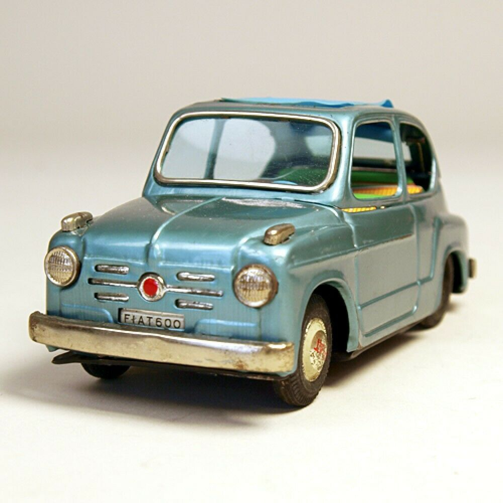 Bandai HOJALATA juguete fricción coche Fiat 600 17cm de largo hecha en Japón Envío gratuito