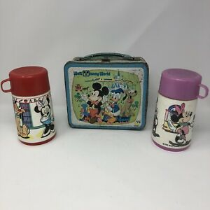 Disney-World-Tin-Lunchbox-country-bears-jamboree-vintage-Mickey-1976-Two-Thermos