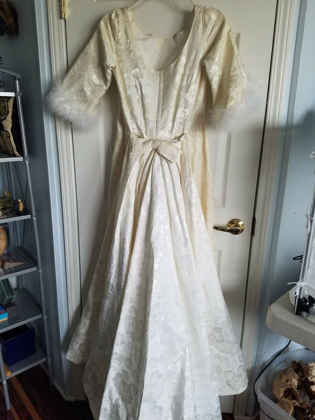 Vintage cream ivory color wedding dress with white feathers 1 2 sleeve floral