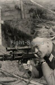 WW2 Picture Photo German soldier with telescopic sight in MG34 machine gun 3337