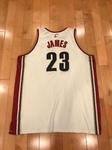 REEBOK-CLEVELAND-CAVALIERS-LEBRON-JAMES-AUTHENTIC-VINTAGE-BASKETBALL-NBA-JERSEY