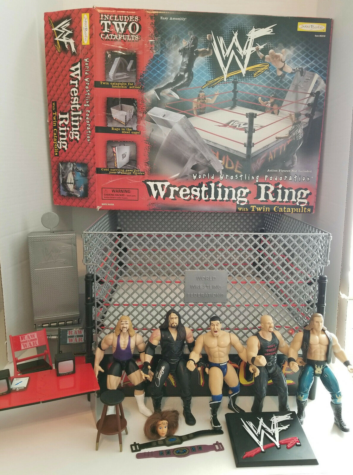 WWF Wrestling Ring with Twin Catapults + Many Extras  82410