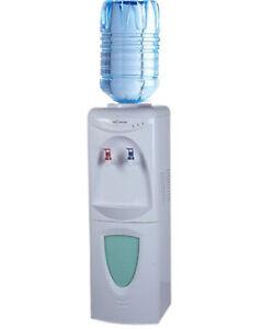 DISTRIBUTORE-d-acqua-a-Colonnina-refrigerante-a-boccioni-erogatore-CON-FRIGO