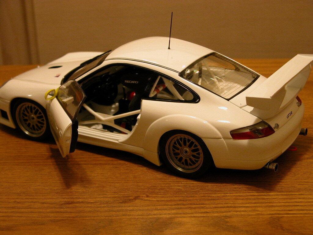 PORSCHE 911 GT3R par AUTOART  77821 -  1 18 RETIrouge  expédition rapide
