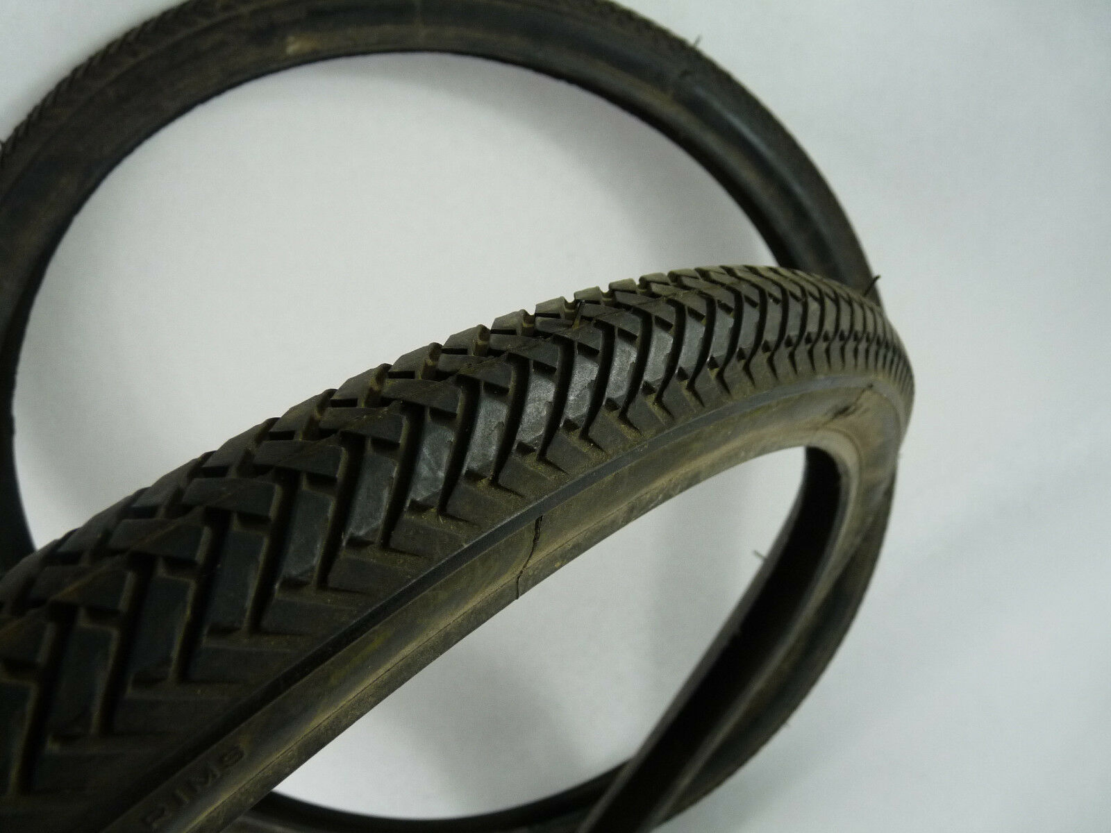 Carlisle tire Road Gripper 24x1.75 CLINCHER Schwilnn S-7 made in USA Vintage NOS