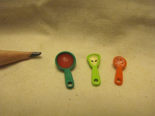 U038 Dollhouse Set of 3 colors cartoon measuring spoons Kitchen Miniature 1:12