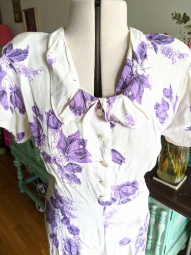 Stun vintage 1940s ivory rayon dress with purple f