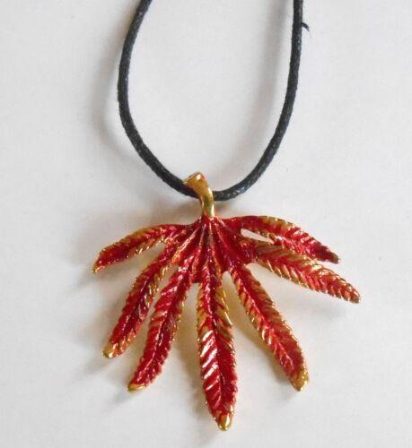 Diseño de hoja de color Cannabis Colgante Collar de cordón negro