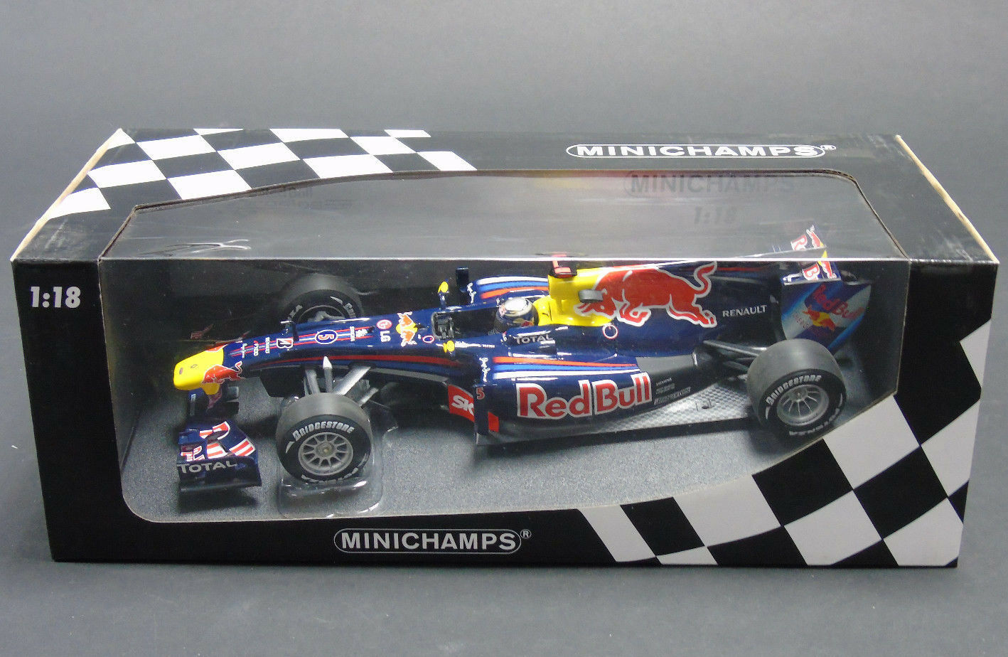 110 100205 Minichamps Red Bull Racing Renault RB6 1 18 Scale Diecast New Boxed