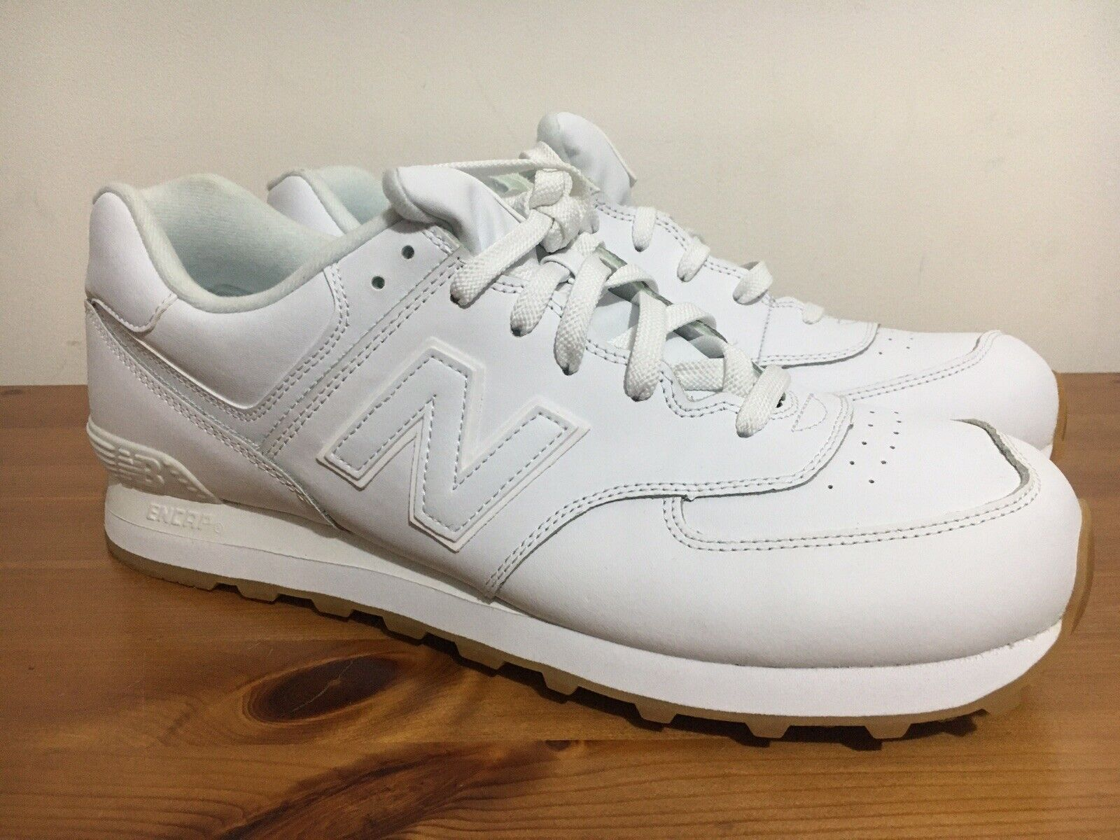 New Balance 574 Classic Uk 12.5   Triple Weiß Leather    Gum Sole
