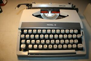 Vintage-1970-039-s-Royal-Mercury-Portable-Typewriter-with-Hard-Plastic-Lid-Excellent