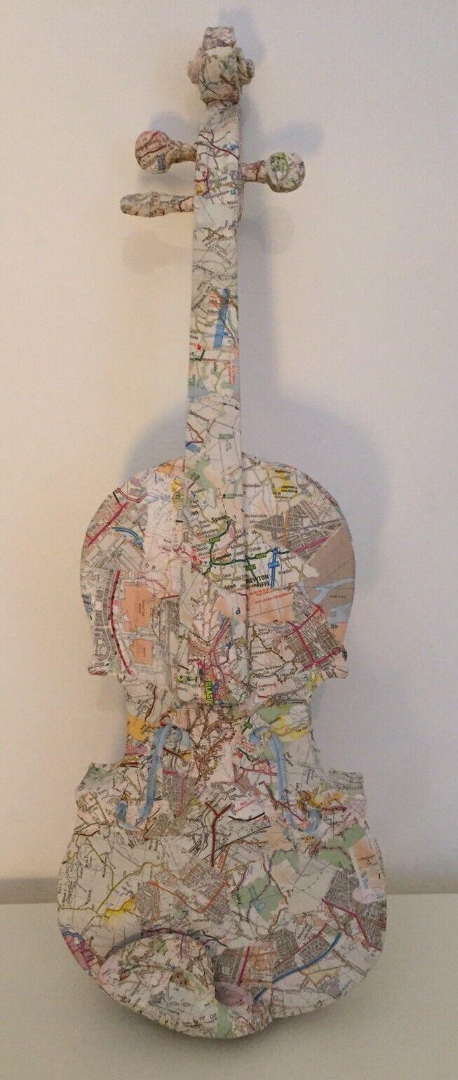 BELLISSIMA mano decoupaged VIOLINO. SCULTURA violino. le mappe. regalo unico Violinista
