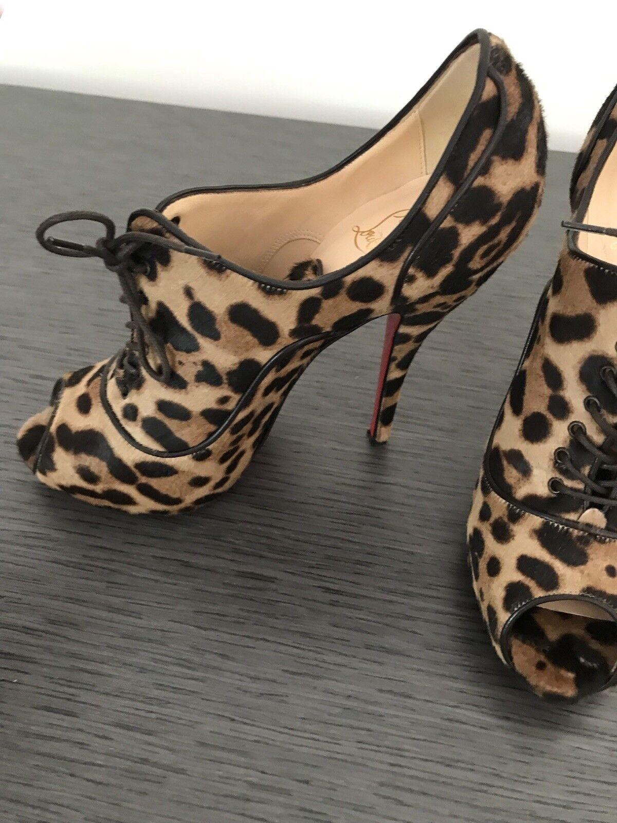 Christian Louboutin Leopard Peep Toe Stiefelie Stiefelie Toe Calfhair d2d233