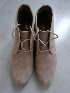 WOMENS-CLARKS-ARTISAN-SUEDE-WEDGE-BOOT-Ankle-Lace-Up-UK-7-New