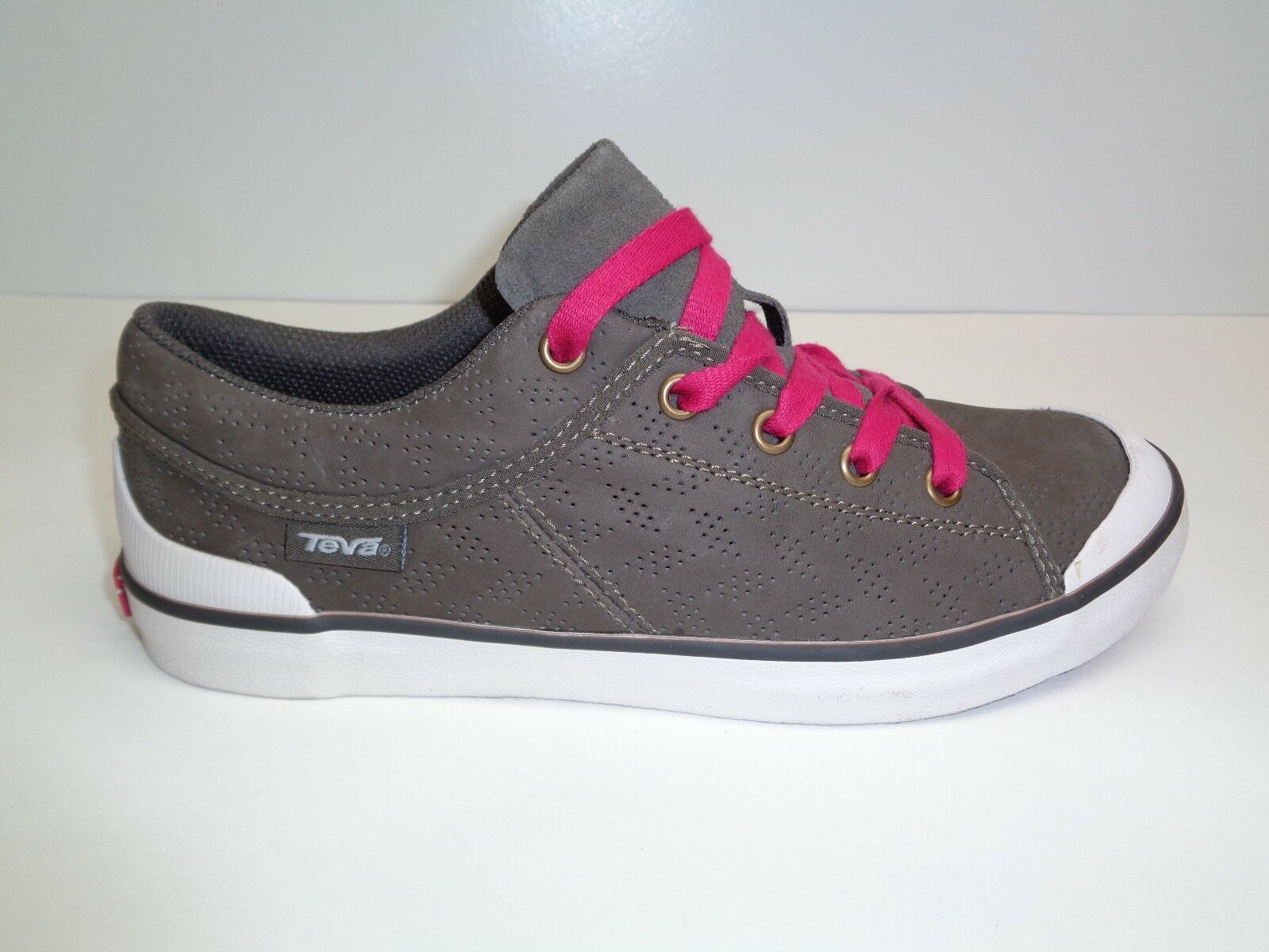Teva Größe 8.5 FREEWHEEL PERFORATED Braun Leder Sneakers NEU Damenschuhe Schuhes