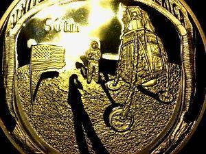 Moneda-conmemorativa-50-aniversario-Apollo-aterrizaje-en-la-luna-bandera-oro