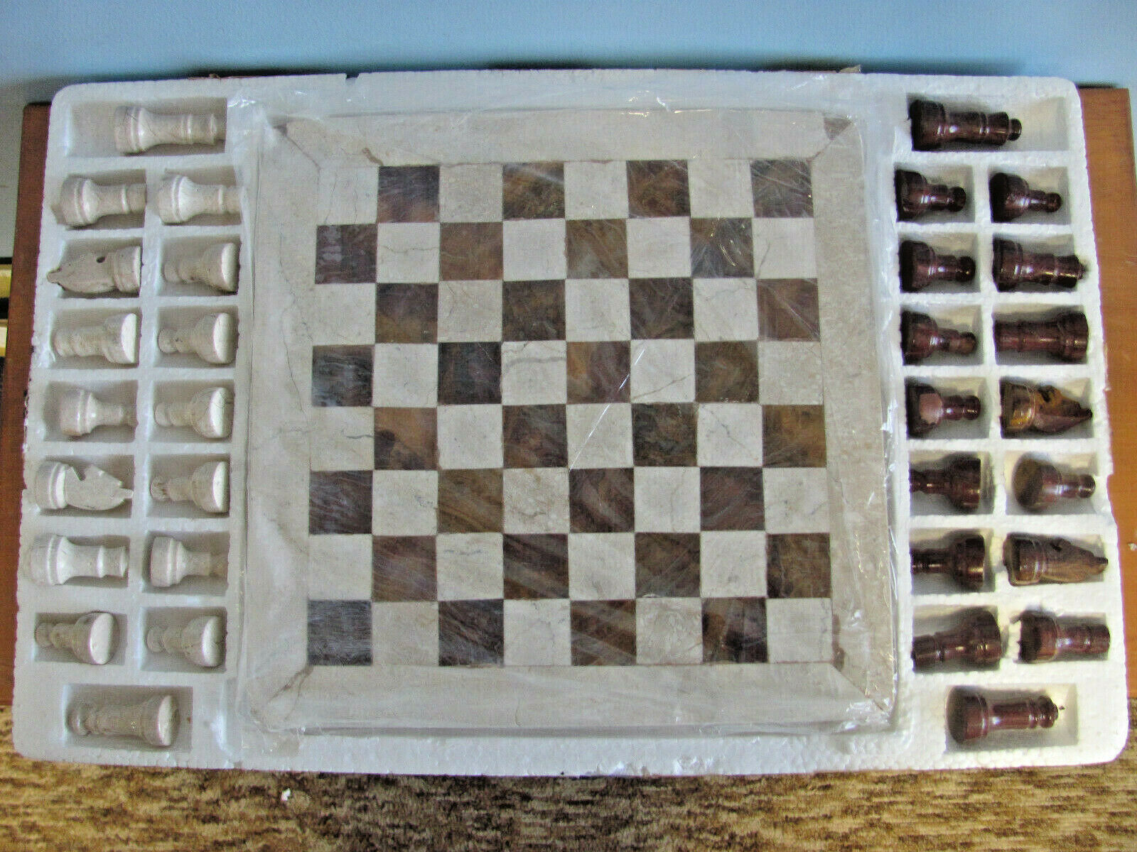 VINTAGE INLAID BOARD CARVED PIECES VERY HEAVY MARBLE CHESS SET