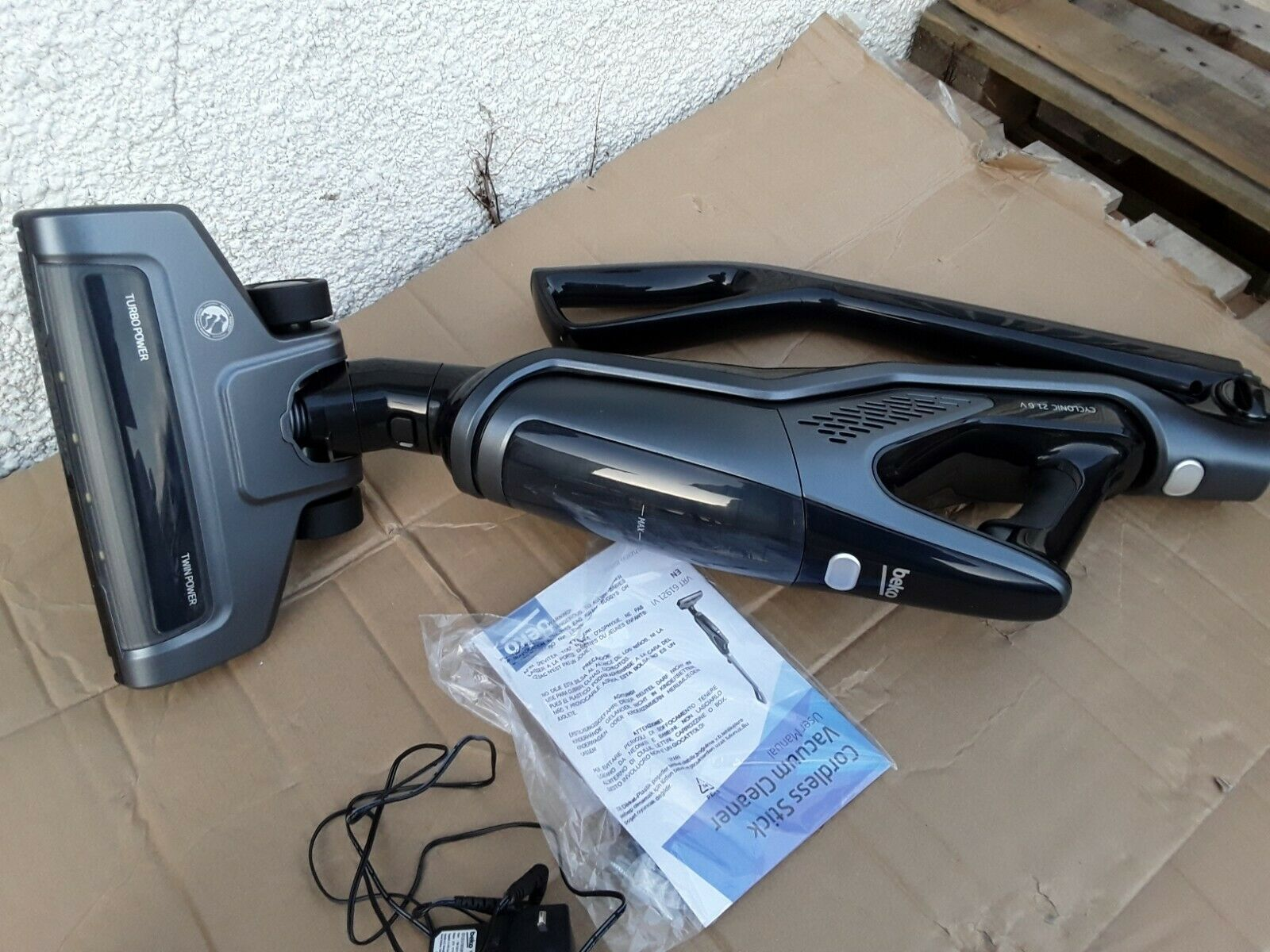 Beko Upright Cordless 21V Vacuum
